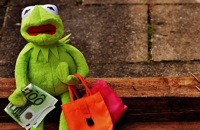 žába na nákupech