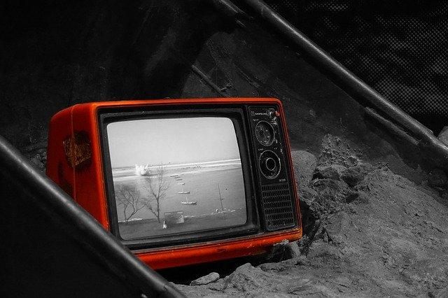 televize na skládce
