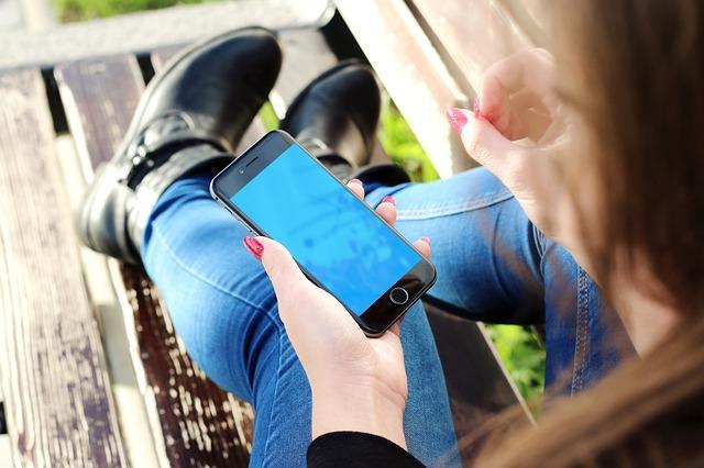 odpočinek s mobilem