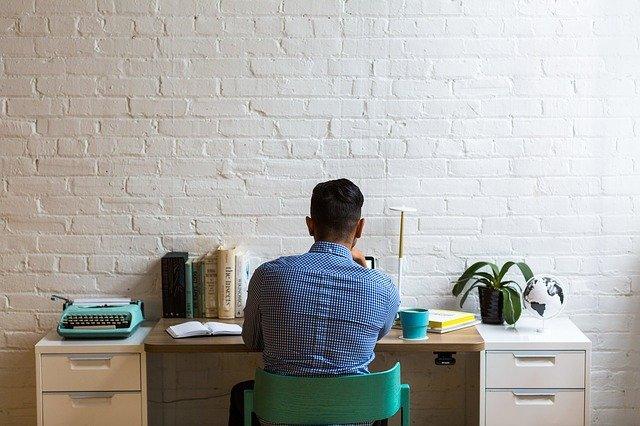 Ako kancelársky stôl vplýva na pracovný výkon