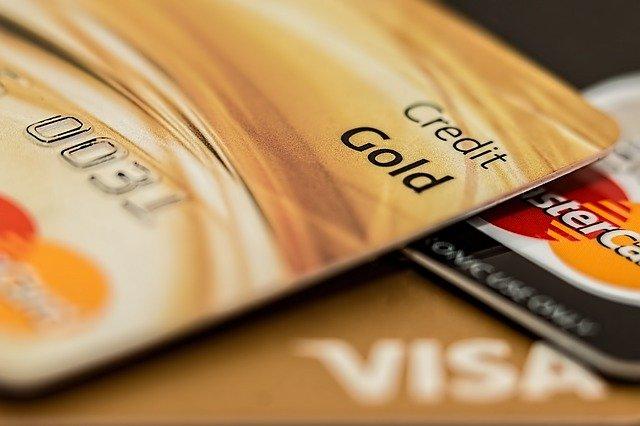 Spejeme k tomu, že budeme len platiť platobnou kartou?