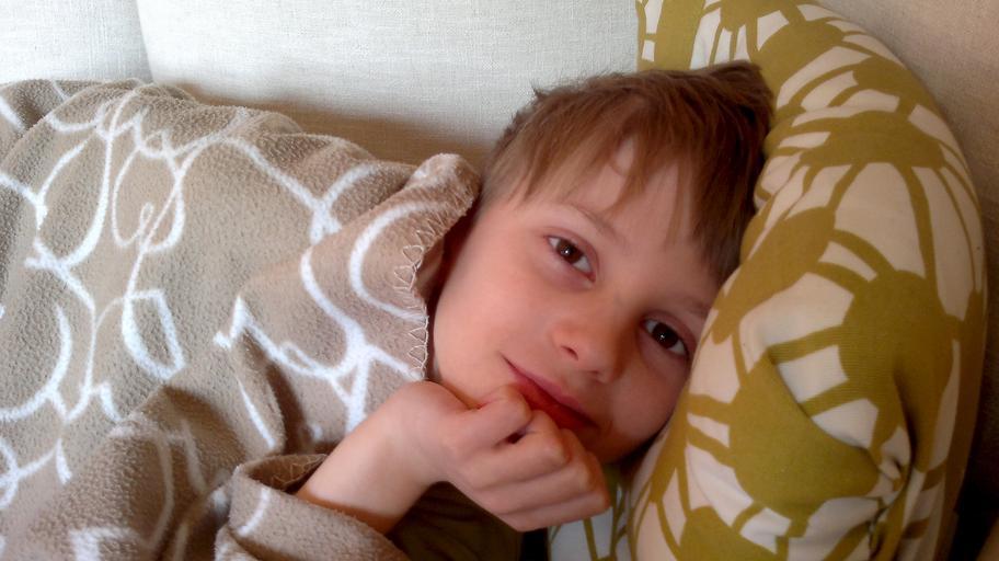 Chlapec v posteli