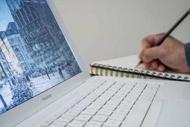 písanie do notesu