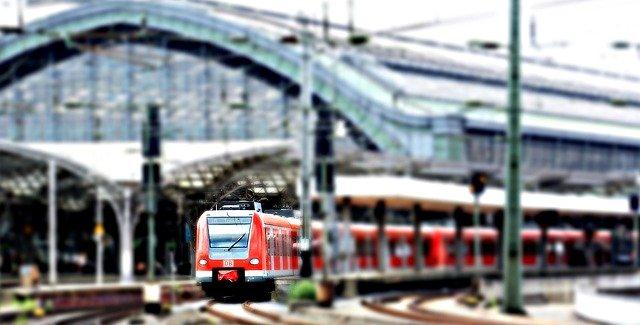 Aj cestovanie vlakom zadarmo si z pohľadu seniorov vyžaduje splnenie určitých podmienok