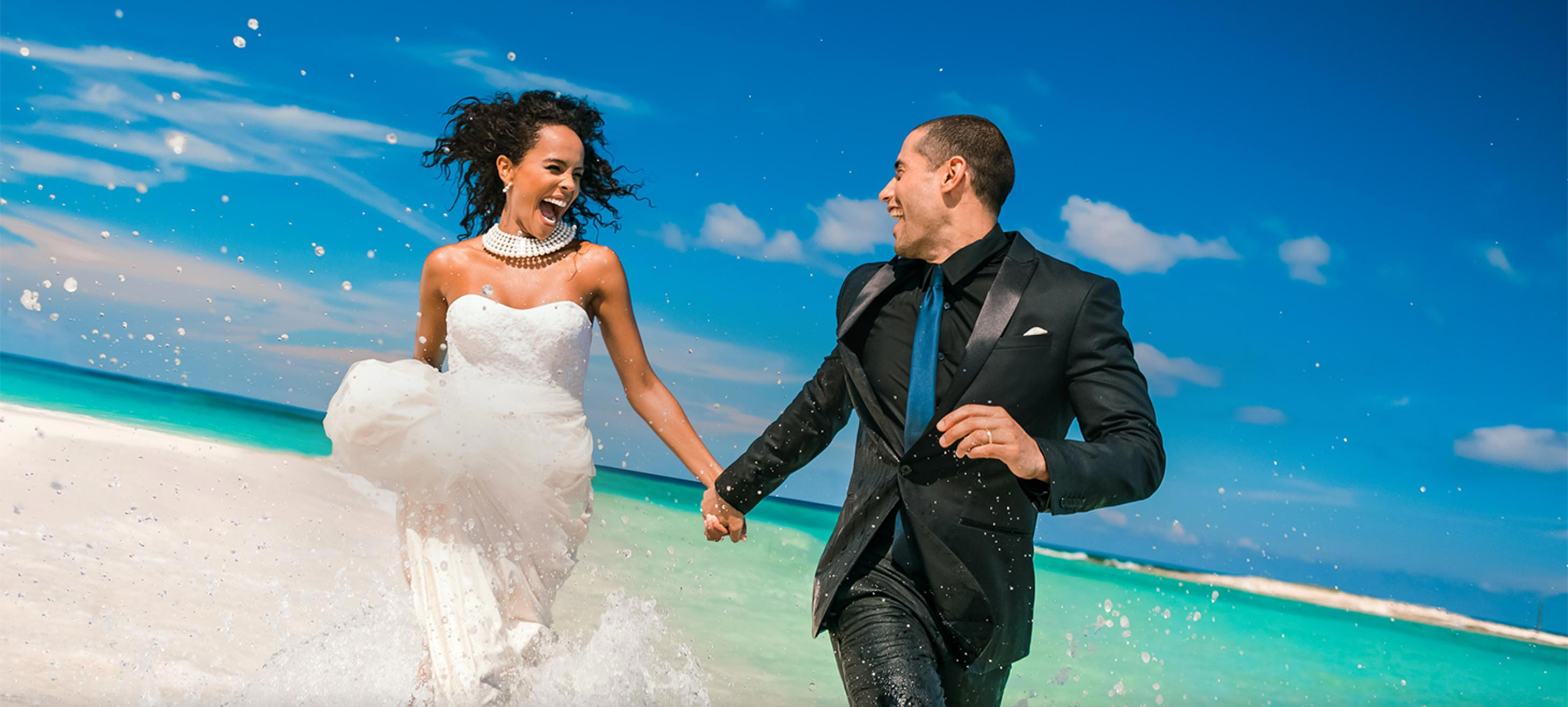 wedding-couple-running-in-the-water